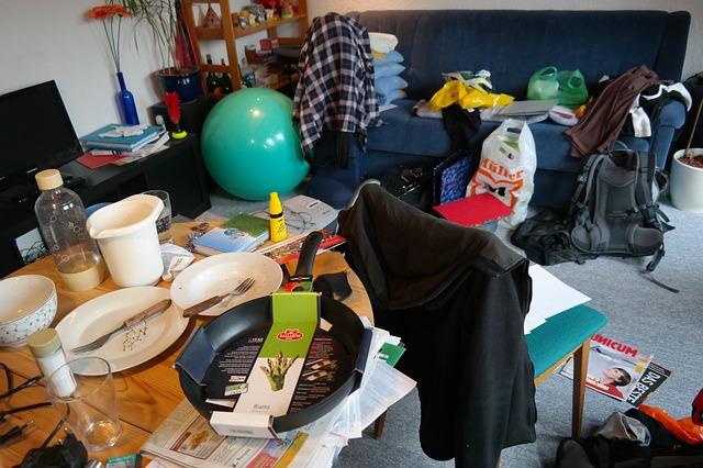 nepořádek v malém bytě